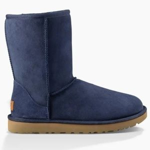 UGG Classic ll Short Boot in Navy Blue size 7